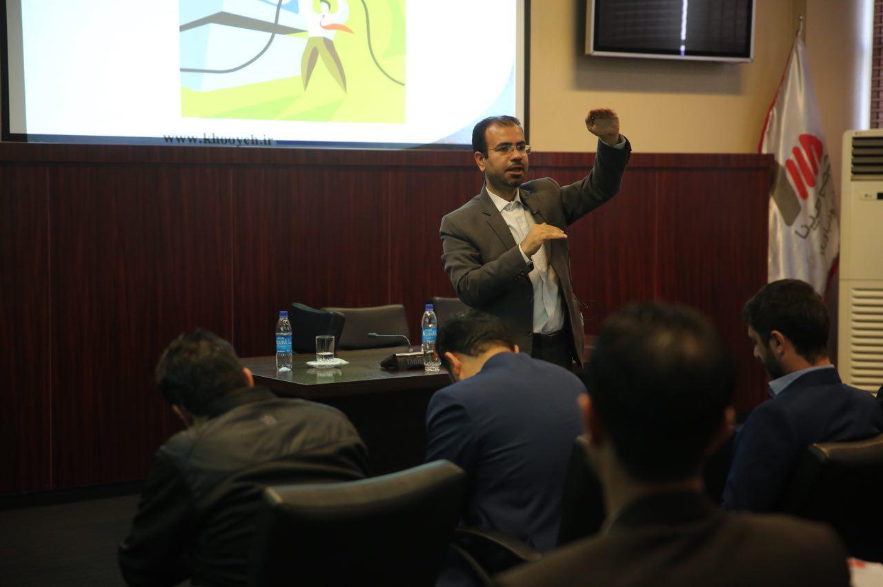 علی خویه مدرس و مشاور شرکت های معتبر ملی و بین المللی با 19 سال تجربه اجرایی حرفه ای مولف و مترجم 12 کتاب تخصصی