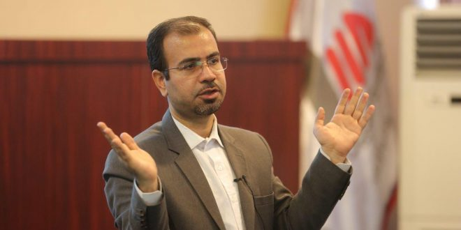 علی خویه مشاور و مدرس شرکت های معتبر ملی و بین المللی در حوزه مدیریت بازاریابی فروش تبلیغات برند مذاکره CRM
